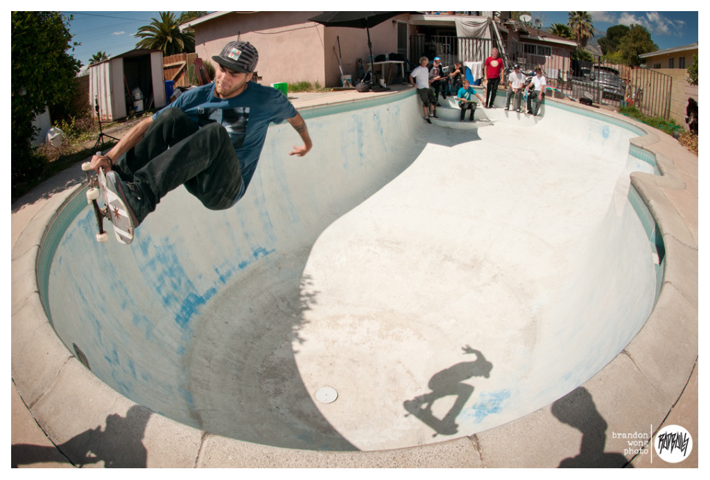 Italo Penarrubia pool skating